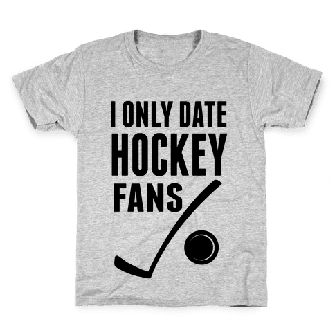 I Only Date Hockey Fans (slim fit) Kids T-Shirt