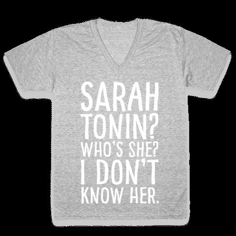 Sarah Tonin I Don't Know Her White Print V-Neck Tee Shirt
